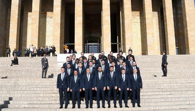 Bursaspor Ankaragücü maçı öncesi Anıtkabir'i ziyaret etti