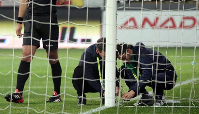 Çaykur Rizespor - Beşiktaş maçında yırtılan kale ağına şutun şiddeti neden olmuş
