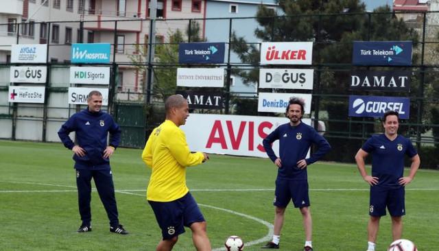 Fenerbahçe'nin eski yıldızları hünerlerini sergiledi