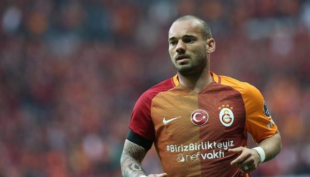 Wesley Sneijder uçağı kaçırdığı için İstanbul'a gelemeyecek