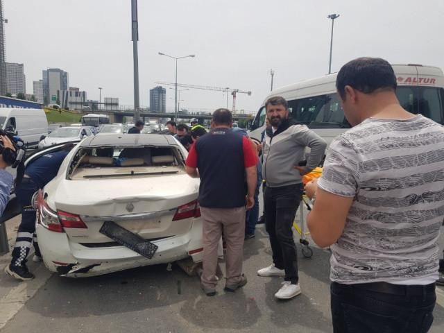 Basın Ekspres'te zincirleme kaza ! 7 araç birbirine girdi
