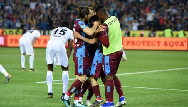 Trabzonspor, üçüncülük umuduyla Çaykur Rizespor karşısına çıkıyor