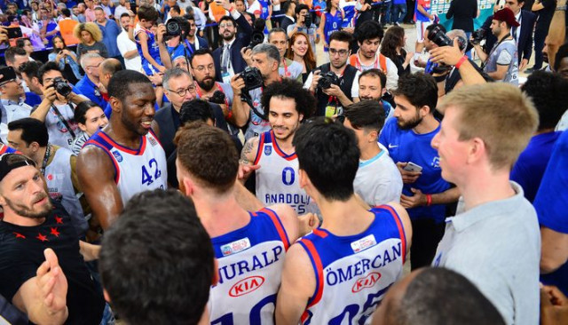 Anadolu Efes 10 yıl sonra Basketbol Süper Ligi'nde şampiyon oldu