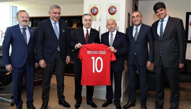 Mustafa Cengiz Nihat Özdemir'i ziyaret etti