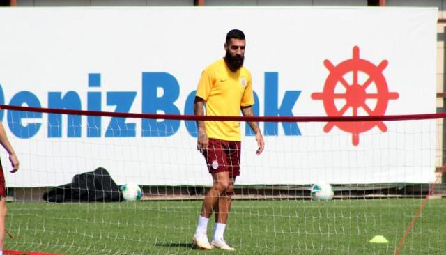 Galatasaray'ın yeni transferleri objektiflere böyle yansıdı