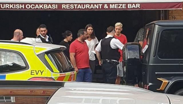 Mesut Özil'e saldıran iki kişi gözaltına alındı