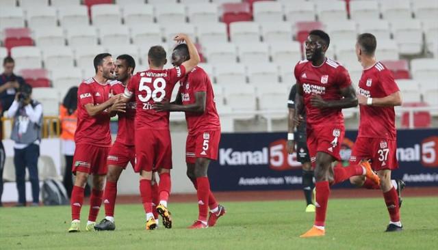 Beşiktaş yeni sezona mağlubiyet ile başladı Sivasspor 3 - 0 Beşiktaş