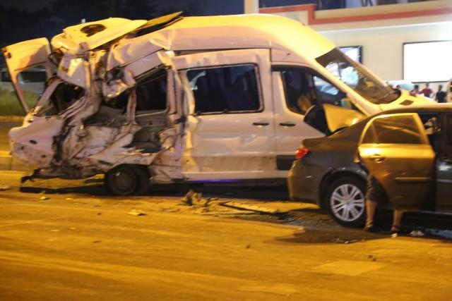 Freni patlayan kamyon önüne gelene çarptı: Çok sayıda yaralı var