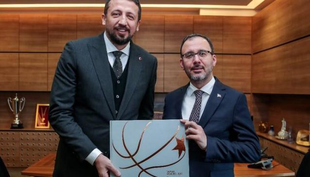 Bakan Kasapoğlu, TBF Başkanı Hidayet Türkoğlu'nu ziyaret etti