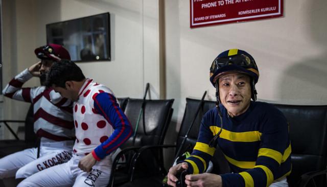 Japon jokey Veliefendi'de yarışa katıldı