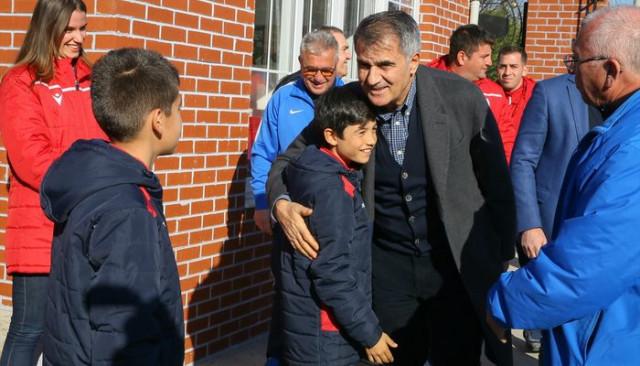 A Milli Takım Teknik Direktörü Şenol Güneş'ten genç futbolculara tavsiyeler: