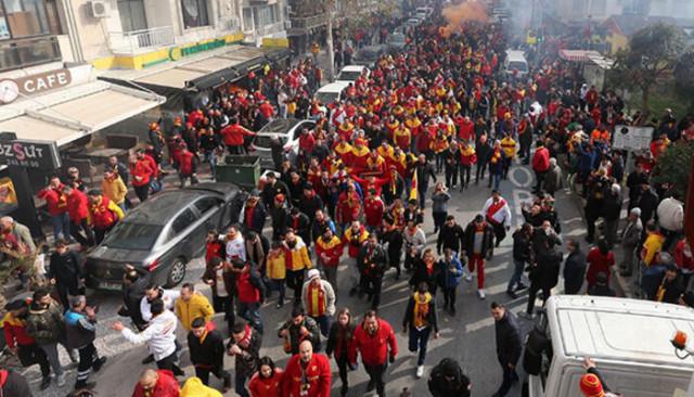 Göztepe taraftarından Beşiktaş otobüsüne saldırı