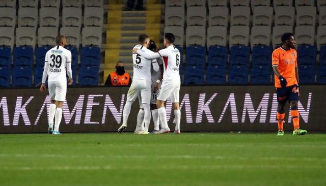 Süper Lig: Medipol Başakşehir: 1 - Gençlerbirliği: 1 (İlk yarı)