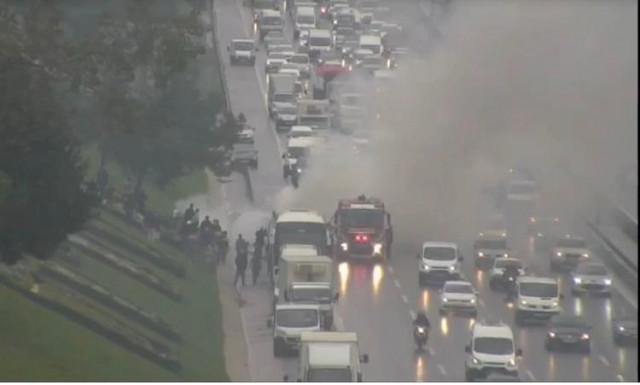 TEM'de otobüs yangını! Trafik durma noktasına geldi