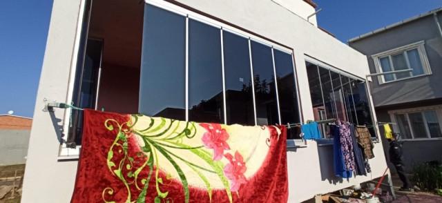 Hatalı cam balkon bir aileyi zehirledi!