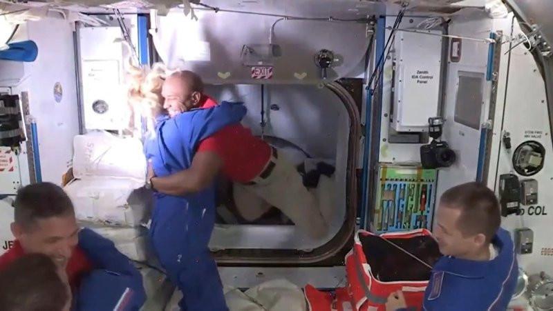 SpaceX 4 NASA astronotunu uzay istasyonuna taşıdı