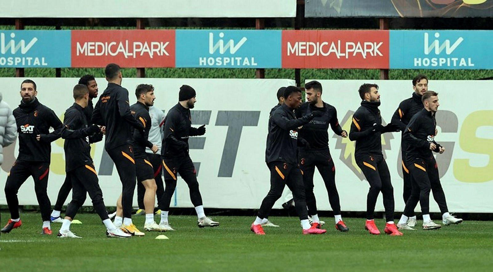 Fatih Terim'den kupa maçına sürpriz 11