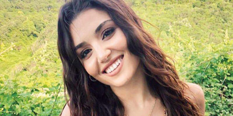 Hande Erçel, dekolteli elbisesiyle sosyal medyayı salladı