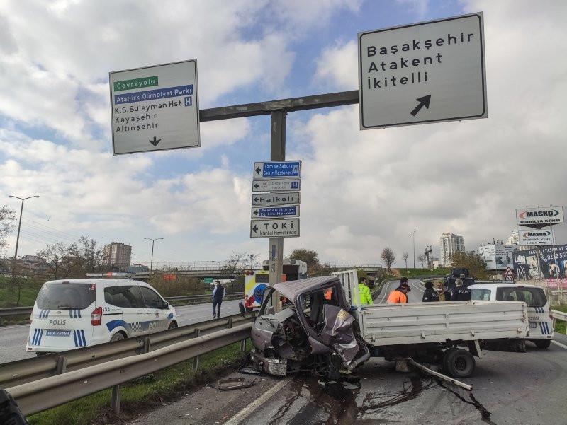 Polisten kaçan kamyonet kaza yaptı