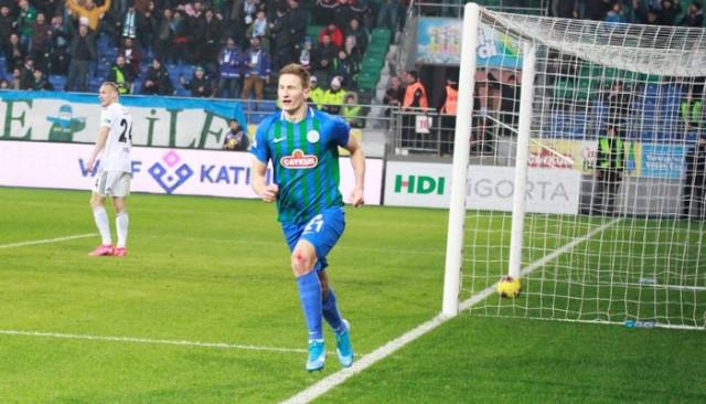 Süper Lig: Çaykur Rizespor: 1 - Beşiktaş: 1 (İlk yarı)