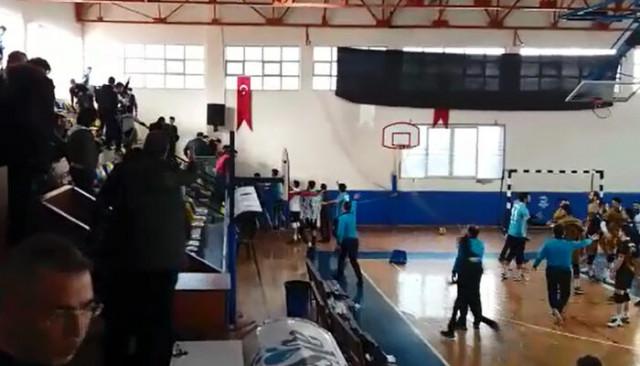 Voleybol maçında arbede çıktı, polis müdahale etti