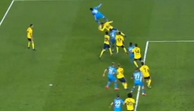 Trabzonspor-Fenerbahçe maçında penaltı itirazları