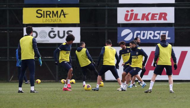 Fenerbahçe'nin Ankaragücü maçı kadrosu belli oldu