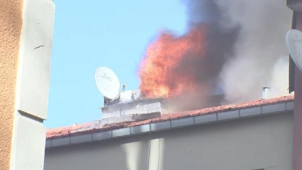 Şişli'de korkutan yangın! Binanın açatısı alev alev yandı