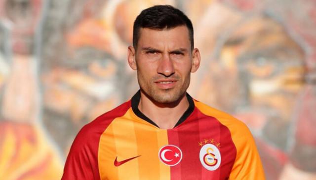 Galatasaray'da Şener Özbayraklı takımdan ayrılıyor