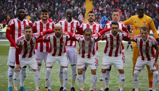 Sivasspor'da 4 futbolcu kart sınırında