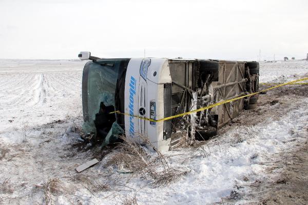 Kayseri'de otobüs devrildi: Çok sayıda yaralı var
