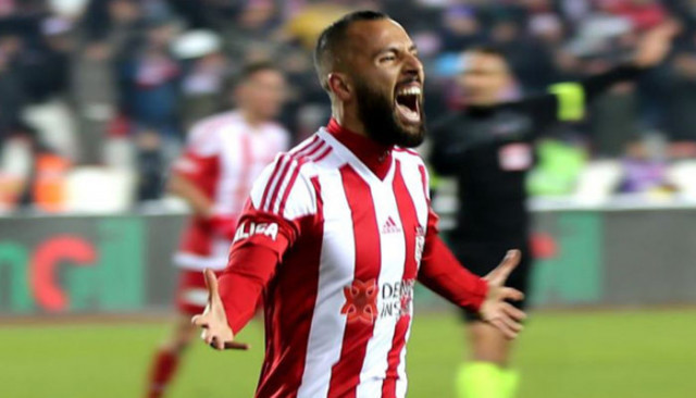 Sivassporlu Yasin Öztekin şampiyonluğa inanıyor