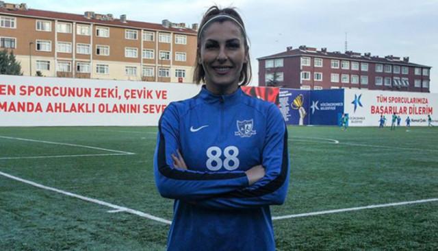 27 yıldır top sektiren futbolcu Nurcan Çelik kanser karşısında 2-0 önde