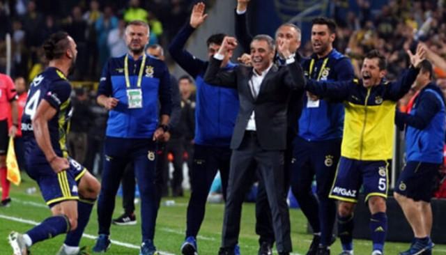 Fenerbahçe'nin golcüsü Vedat Muriqi İtalya'yı istiyor