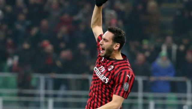 Hakan Çalhanoğlu, Milan ile sözleşme tazeliyor