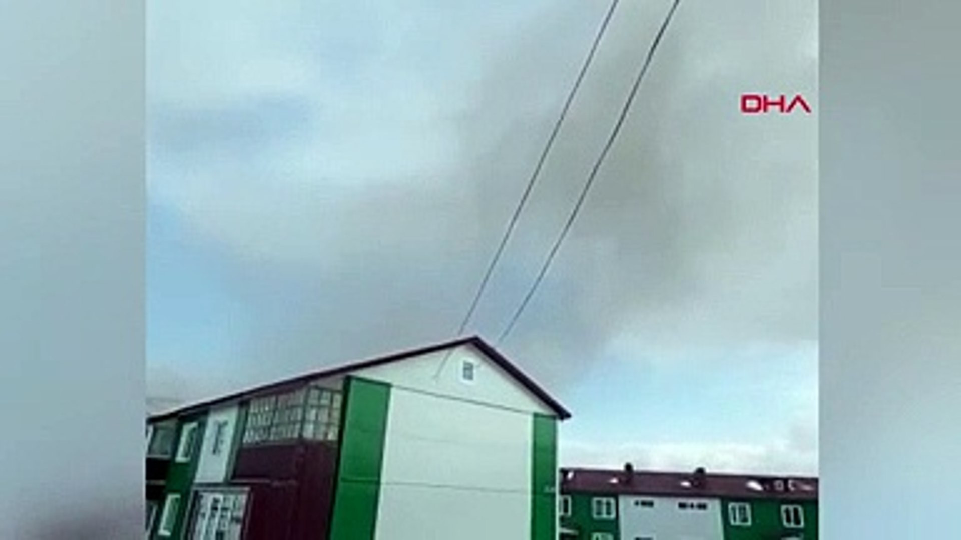 Ebeko yanardağı patladı! Küller kilometrelerce yüksekliğe ulaşıp yağdı! Kül yağmuru kamerada