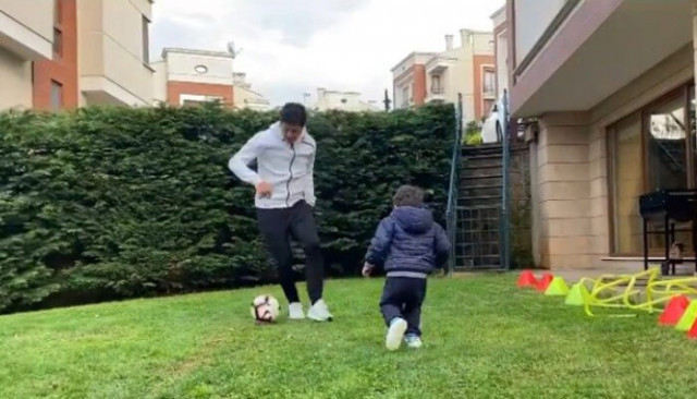 Guilherme'den karantinada oğluyla futbol keyfi