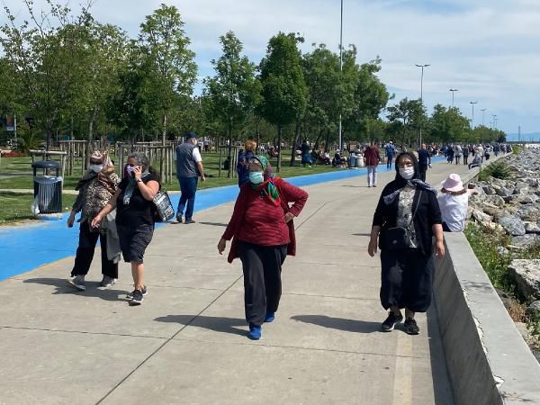 Sokaklar 65 yaş üzeri vatandaşlara kaldı