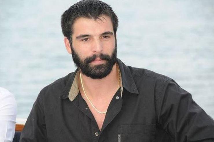 Oyuncu Mehmet Akif Alakurt takipçilerine küfür etti