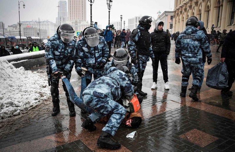 Rusya'da olaylar çığırından çıktı! Putin karşıtları gözaltında