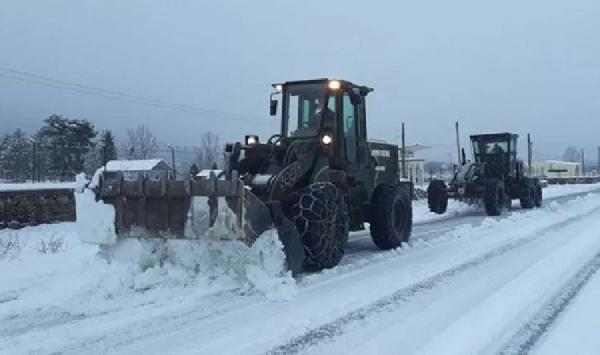 Komşu kara kışa teslim! 250 bin kişi elektriksiz kaldı