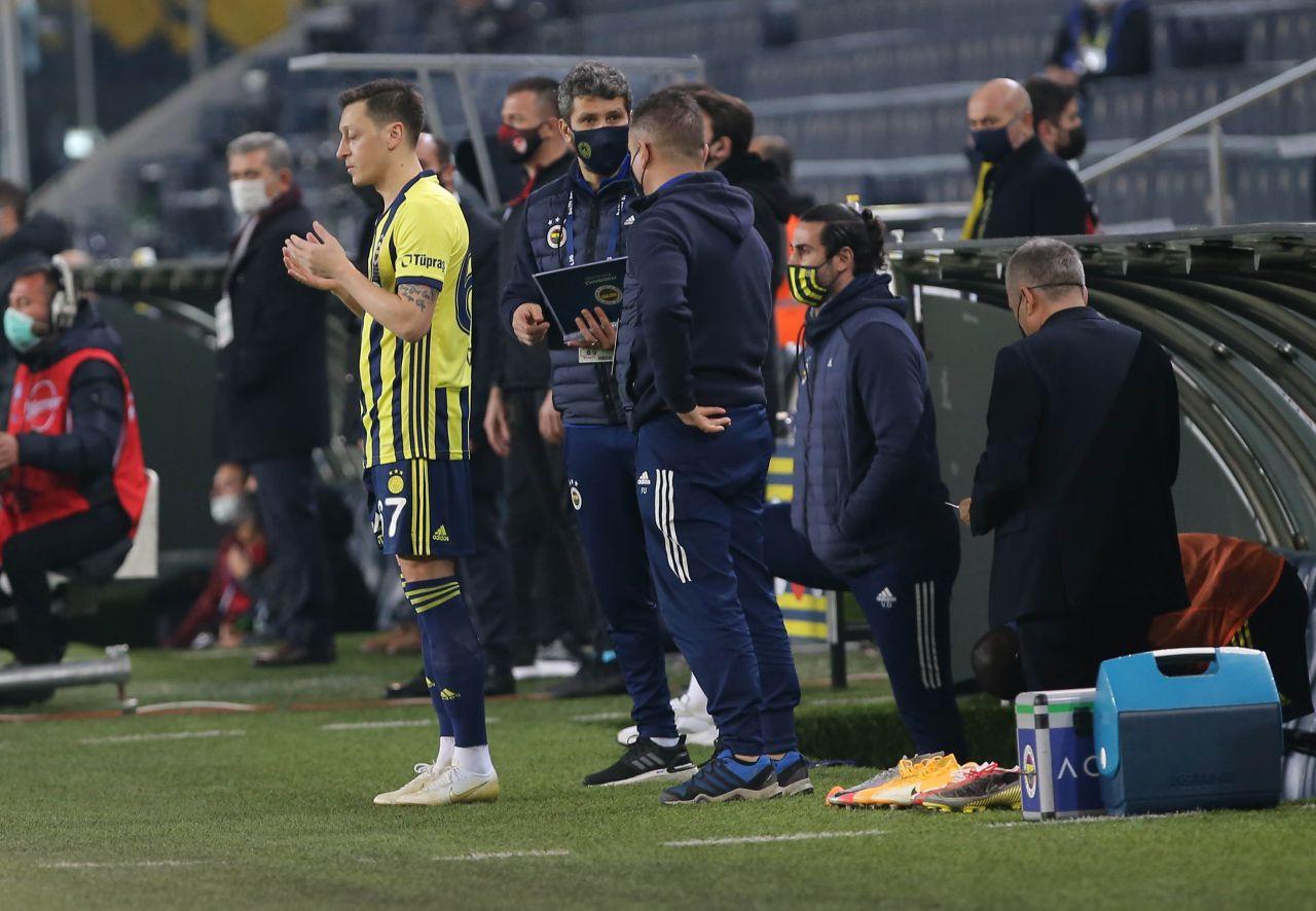 Mesut Özil Başakşehir karşısında ilk 11'de